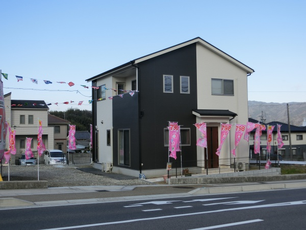 伊賀市平野 新築住宅 駐車4~5台可 土地73.4坪